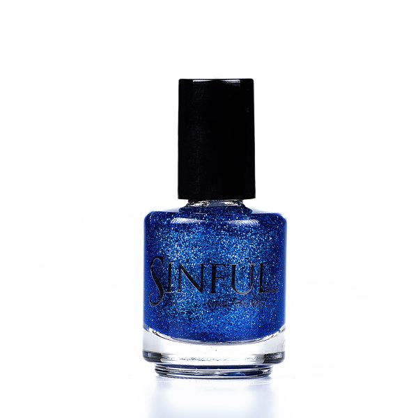 Sapphire blue glitter. Sinful always recommends applying two coats of polish to give a solid colour, then applying top coat to extend the wear-time of the polish. 15ml